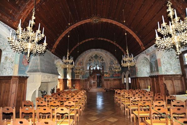 Bouzov, interior hall