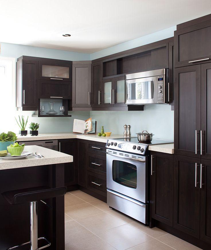 L lot et les armoires de cette cuisine contemporaine for Cuisine configuration