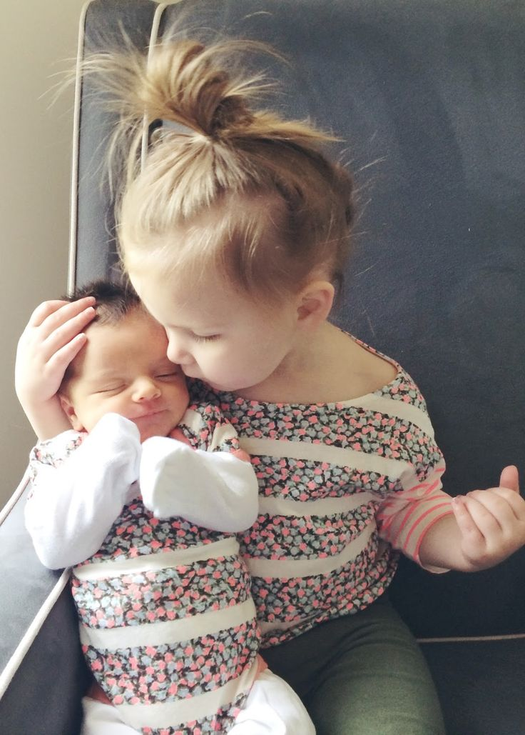 There is nothing cuter than two baby girl sisters! Waaant