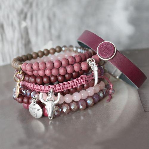 Super leuk om zelf te maken is dit schitterende setje armbandjes met veel aubergine kleurige kralen!!