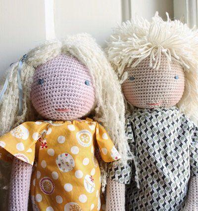 Image of Gutten Og Tøsen - To hæklede dukker med snitmønster til tøj