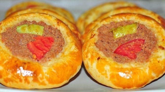 Bursa mutfağına özgün bir pide çeşidi olarak bilinse de, cantık aslında Tatar mutfağına ait bir lezzettir. Eskişehir ve Bursa yöresinde oldukça yaygın...