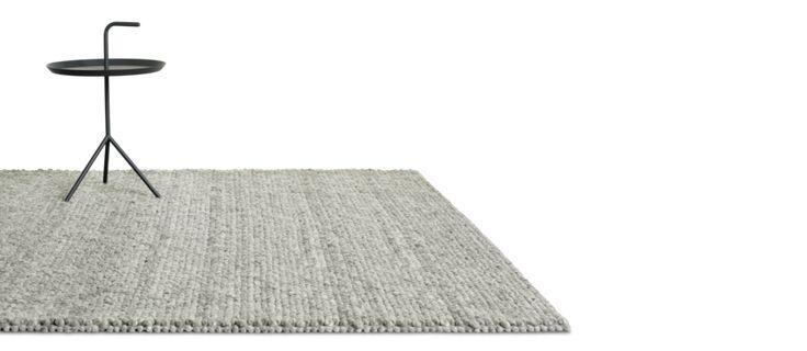 2015 återlanseras denna vackra matta från HAY. Peas kommer nu i de tre nya färgerna Soft Grey, Medium Grey och Dark Grey och fortsätts att tillverkas i 100% ull. De gamla färgerna finns tyvärr inte kvar om man skulle önska komplettera ett äldre inköp.