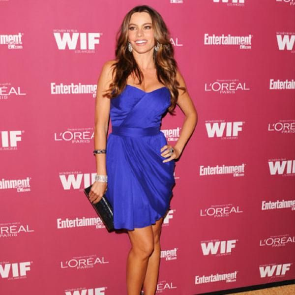 Sofia vergara is 5'7 and 125 lbs, I am 5'5/5'6 and currently weight about 145- I think 120-125 is a reasonable goal weight for my height.