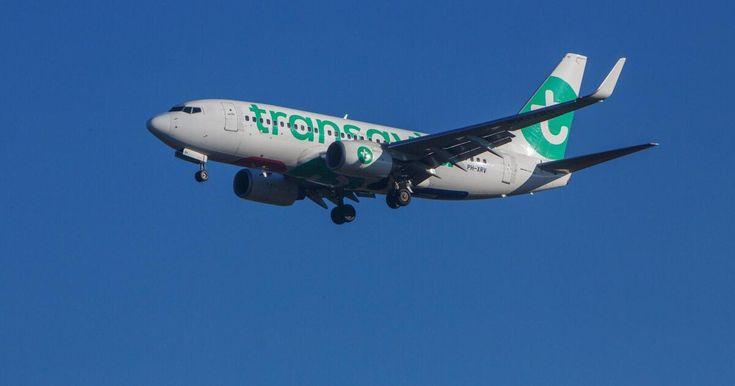 Passagier furzt in Flugzeug: Situation eskaliert, Pilot muss landen