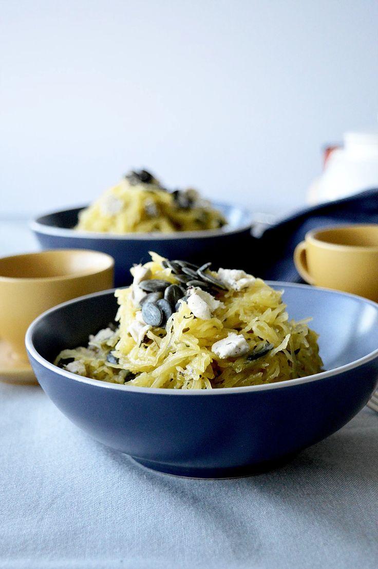Cette recette crie l'automne! Elle est également végétalienne. J'adore cuisiner la courge spaghetti puisqu'elle fait changement des pâtes habituelles et nous p