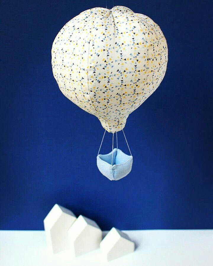 Mobile montgolfière bleu  Déco pour chambre d'enfant par la marque Mininelle  Fait main, made in France