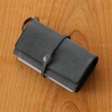 【当店限定】ちょっとした外出に便利なミニ財布。スタイルストア専属のバイヤーが、6つのこだわりの選定基準で選んだ「safuji/キー付きミニ財布 グレイブラック」の通信販売ができる紹介ページです。