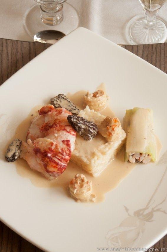 Queue de homard rôti et cannellonis de poireaux, sauce aux morilles et risotto crémeux, avec un champagne Jean Michel, millésime 2005.