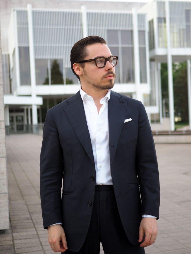 Suit without tie - Guide to casual combinations - DressLikeA.com #suit #suitwithouttie #bluesuit #menstyle