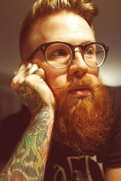 Barba pelirroja, gafas con estilo. #modahombres #barba #estilo