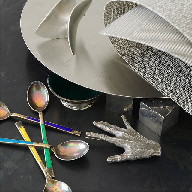 Playing with props and metallics.  #Chilewich #texture #textiles #tablescape  #tabletop