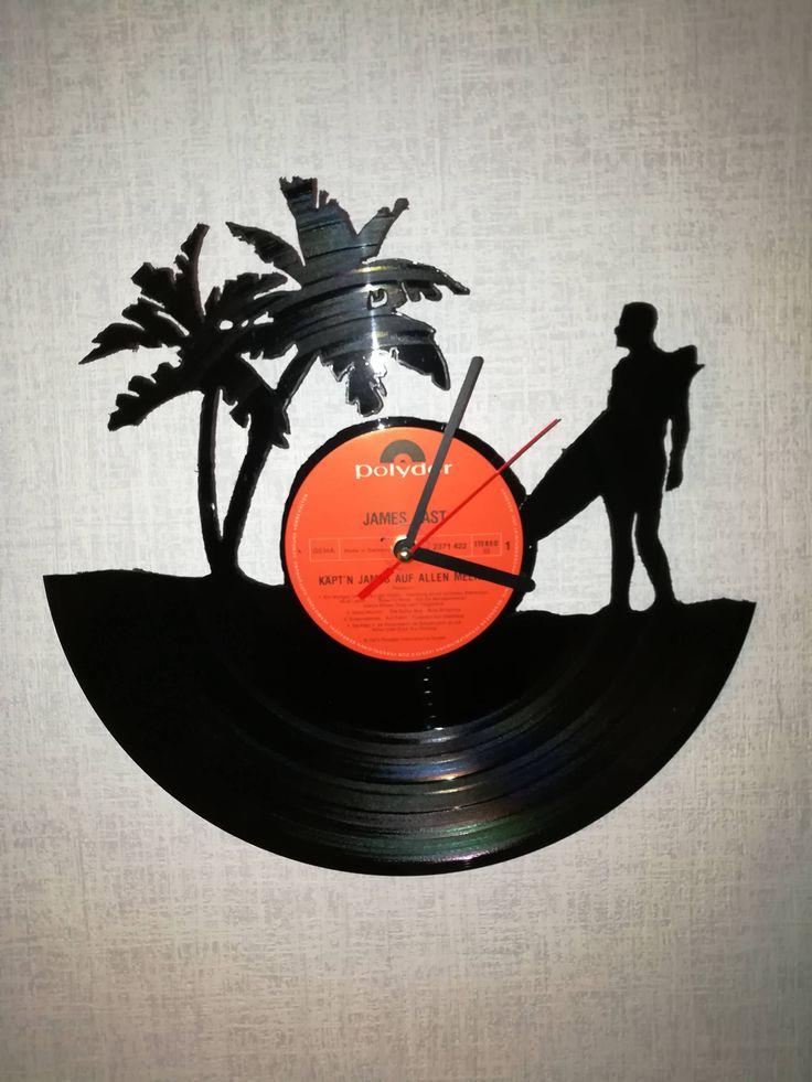 Ich freue mich, den jüngsten Neuzugang in meinem #etsy-Shop vorzustellen: Upcycling Schallplatten-Wanduhr aus Vinyl - Motiv Surfer http://etsy.me/2omI9q2 #haushaltswaren #uhr #eingang #lp #vinyl #schallplatte #upcycling #upcyclingbude
