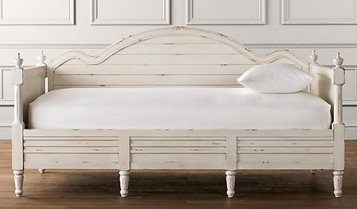 wooden daybed - great for a screened-in porch