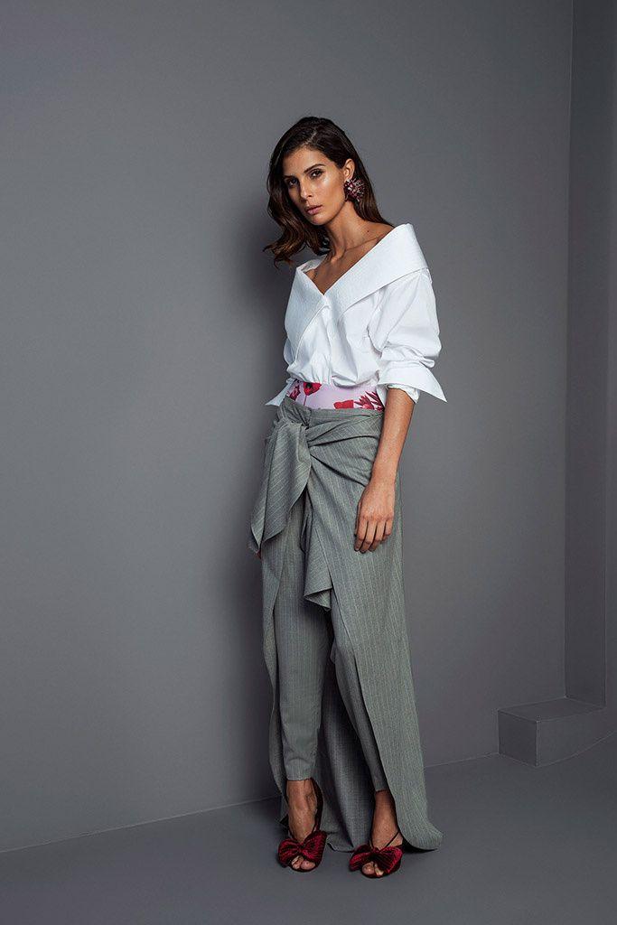 Fotos de Pasarela | Johanna Ortiz, otoño-invierno 2017/18, París Otoño Invierno 2017-2018 Paris Fashion Week | 1 de 62 | Vogue