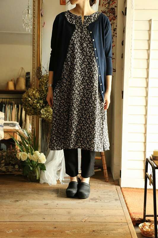 love this look, I follow this blog even though I can read a word of it. the photos of the clothes say it all.