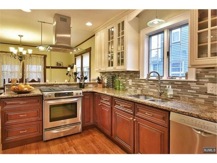 Loving this super chic kitchen at this home for sale in Rutherford, NJ