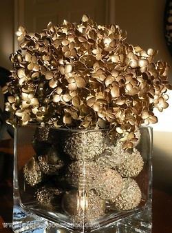 Acorns Amp Dried Hydrangeas Sprayed Gold Did Someone Say Party Pinterest Hydrangea
