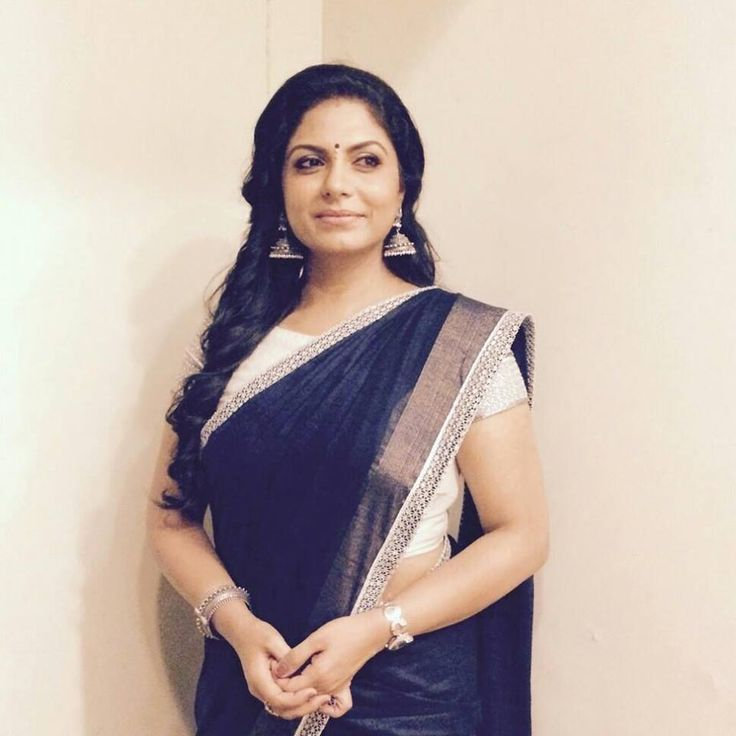 Actress Asha Sarath stills-photos-image-pictures-selfie-personal (4)