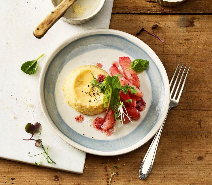 Der geschmackvolle Randensalat ist die ideale Ergänzung zum milden Käseflan. Besonders schön sieht der Salat mit Chioggia-Randen aus: Diese erhalten beim Kochen eine zartrosa Farbe.