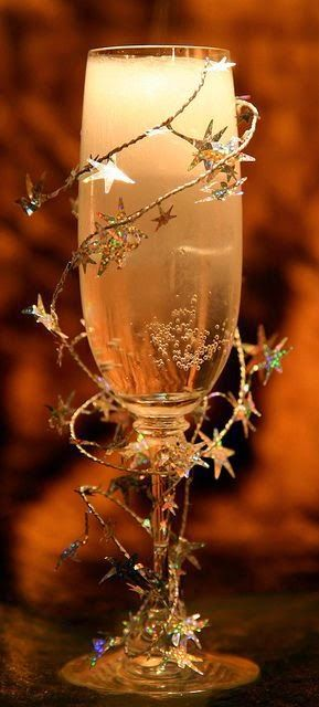 Gold and Sparkling Drink Decor - Cute Idea for New Year's Eve or Christmas