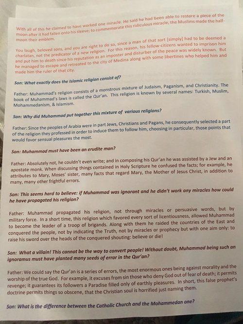 Guru di AS Minta Murid Bacakan Teks Penghinaan terhadap Islam  KIBLAT.NET Florida  Mark Smythe guru ilmu sosial di sebuah sekolah Katolik di Ocala Florida Amerika Serikat menugaskan siswa untuk membaca tulisan yang menghina Islam dan Nabi Muhammad Shallallahu alaihi wa sallam. Tindakan guru tersebut akhirnya memicu reaksi keras dari berbagai pihak.  Menurut sebuah laporan dari Huffington Post Rabu (19/04) asosiasi pengawas dari Diocese of the Orlandos Catholic School telah menegur guru…