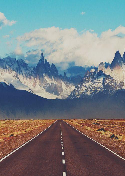 Road to El Chalten. | El Chaltén is a small mountain village in Santa Cruz Province, Argentina.
