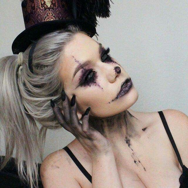 Creepy clown makeup by @ssssamanthaa
