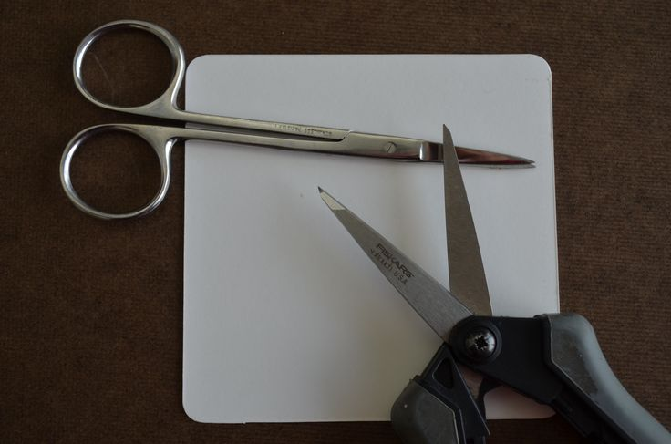 Diva's Challenge #213 was to use objects to draw the strings. I'm a quilter so I grabbed my scissors close by.