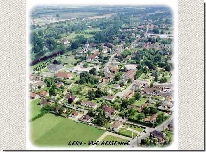 La vue aérienne sur le village de léry dans l'Eure.