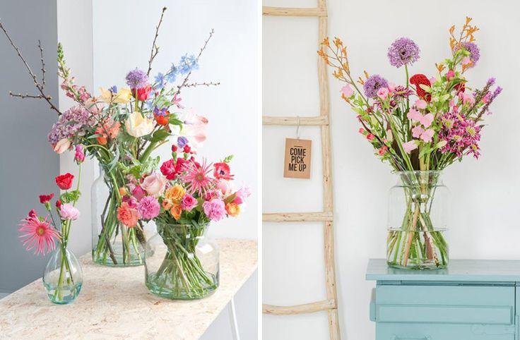 Kleurrijke bloemen in je woonkamer