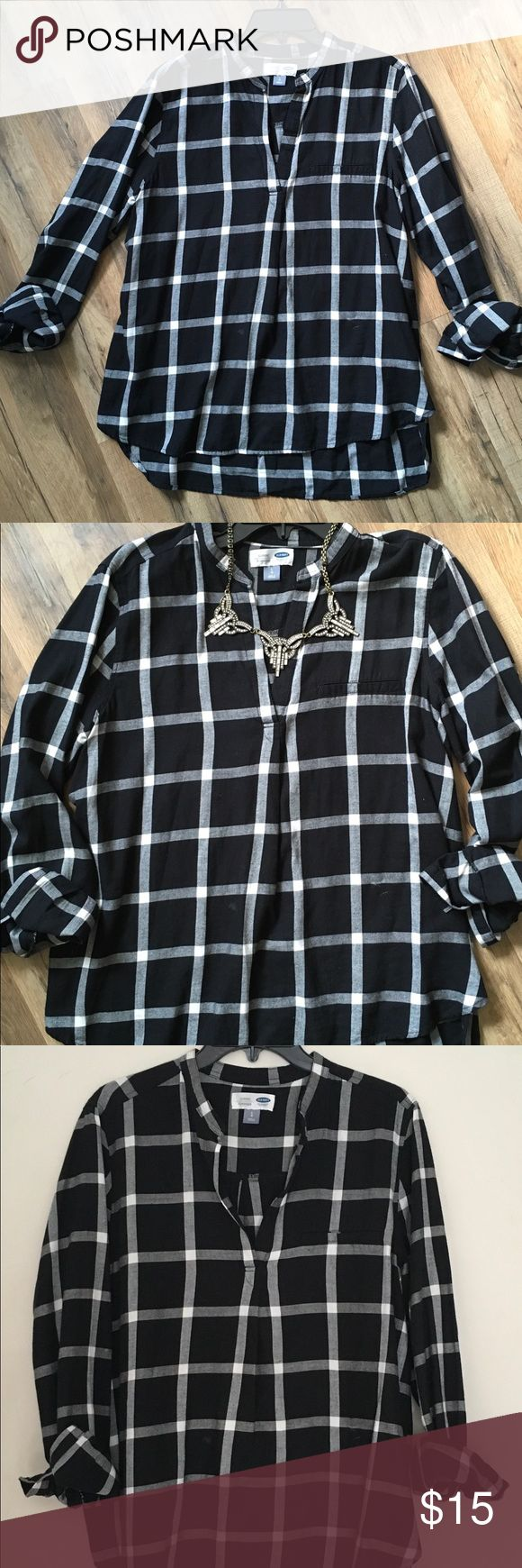 Old Navy Plaid Tunic Long sleeve plaid tunic from Old Navy. Fits with an A-line hem, so looser around the waist which goes perfectly with leggings and boots or skinny jeans. Also pairs great with a dark blazer and necklace for work. No holes or tears. Old Navy Tops Tunics