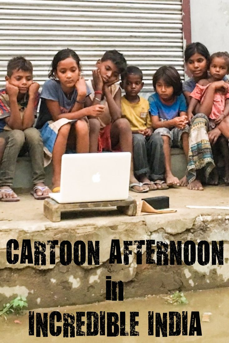 """This is the story of how we started an impromptu """"street cinema"""" with a group of fun loving kids in India! :) <3"""