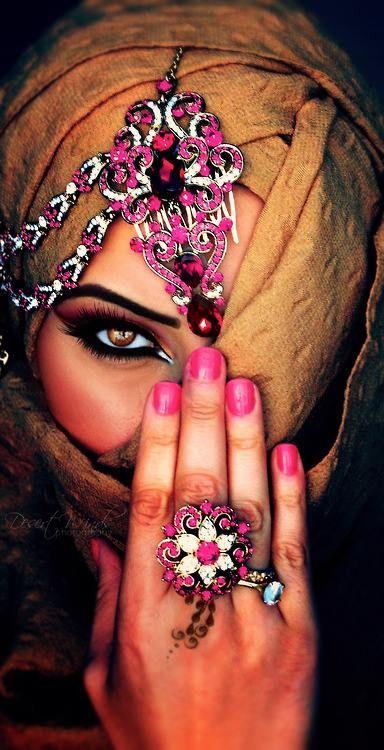beauatiul women                                                                                                                                                                                 Mehr
