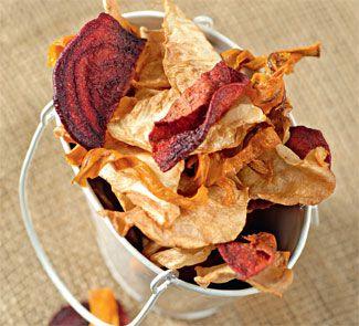 Домашние чипсы с чесночным соусом