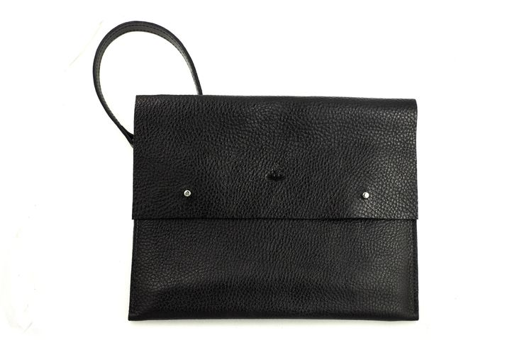 Lamm clutch Martin Dust leather bag sac à main cuire minimaliste unisexe Montréal large zipped pocket modifiable strap.: