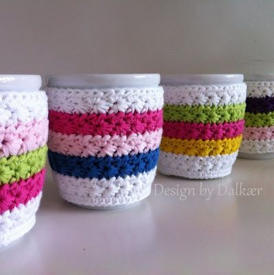 Design by Dalkær: Coffee cup cozy    Great step by step photo tutorial!  Translate with google (star stitch)