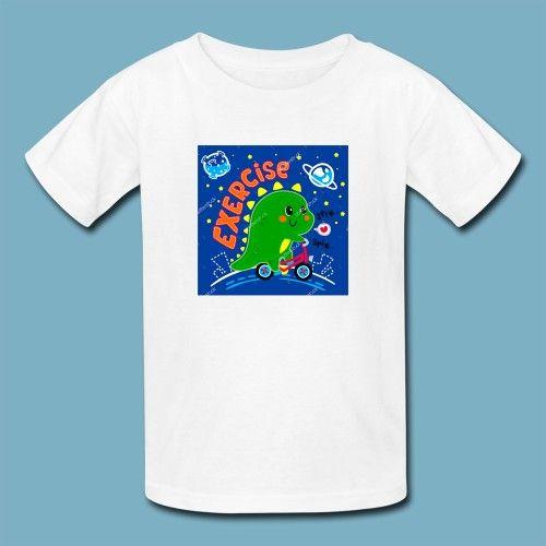 T-shirt Dino on Bike | Een 100% katoen single jersey t-shirt verkrijgbaar met v-hals of ronde hals met opdruk voor kinderen! In diverse maten verkrijgbaar.  #kleding #textieldruk #textielprint #opdruk #print #eigenprint #kindershirt #tshirt #shirt #witshirt #kids #meiden #jongens #meisjes #schattig #dino #dinosaurus #fiets #cartoon #illustratie