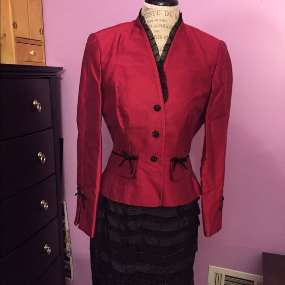 Beautiful women's skirt suit size 6 Suit Other