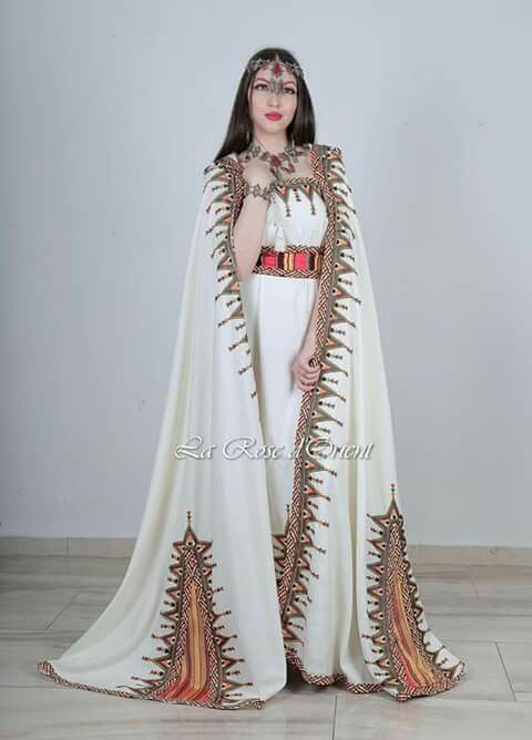 Robe kabyle mariee avec burnous