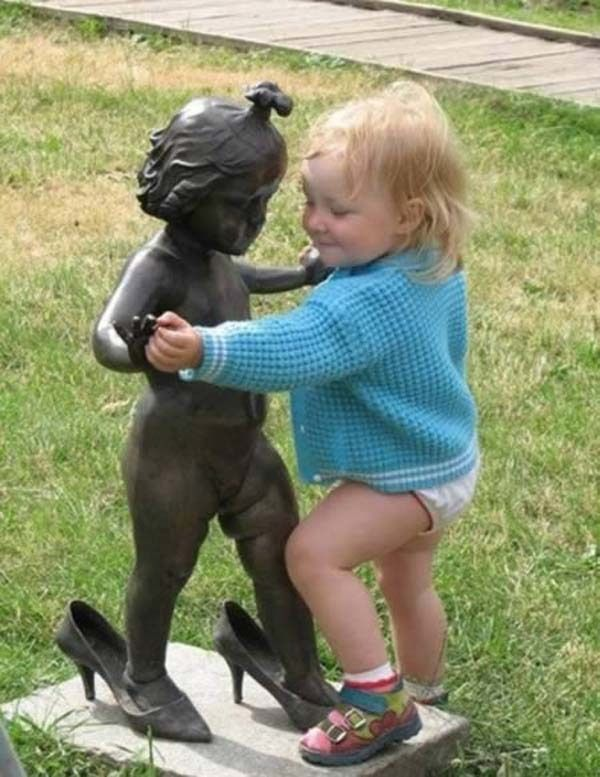 32 Times People Messed With Statues... And It Was Downright Hilarious.