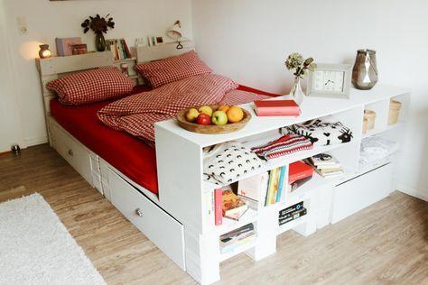 Palettenbett - Bett aus Paletten im Schlafzimmer