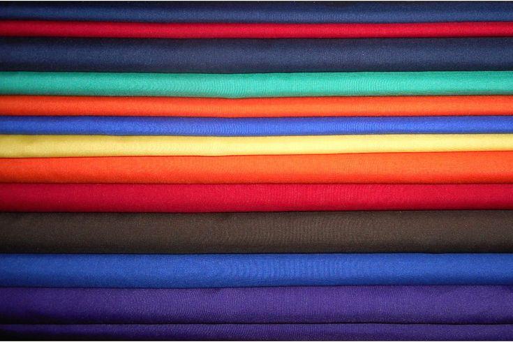 Tela fina y de tacto suave, disponible en varios colores.  Se emplea para confección de faldas, blusas y especialmente sábanas de cuna y ropa de bebé. Tejido resistente y durardero, fácil de lavar y planchar.#popelín #liso #colores #fino #rígido #confección #blusas #camisones #camisas #bebé #ropa #tela #telas #tejido #tejidos #textil #telasseñora #telasniños #comprar #online #comprartelas #compraronline