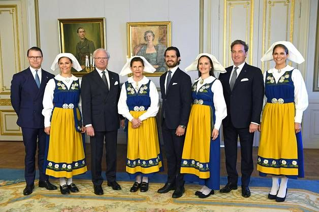 Prinssi Daniel, kruununprinsessa Victoria, kuningas Kaarle XVI Kustaa, kuningatar Silvia, prinssi Carl Philip, prinsessa Sofia, Christopher O'Neill ja prinsessa Madeleine juhlivat Ruotsin kansallispäivää kesäkuun alussa.