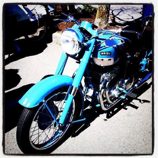 Vintage Ariel Motorcycle- words can't describe how much I want this bike right now !!!! <3 <3