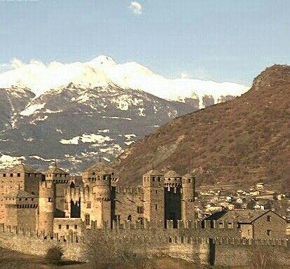 Castello di Fenis, Valle d'Aosta. 45°44′13″N 7°29′21″E