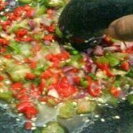 Bahan Sambal Belimbing Wuluh 8 buah cabai merah 6 buah belimbing wuluh 4 buah bawang merah 1 potong terasi bakar Garam secukupnya Gula secukupnya Cara Membuat Sambal Belimbing Wuluh Cabai merah, belimbing wuluh serta bawang merah dikukus sampai matang. Ulek semua bahan jadi satu dan merata. Sambal belimbing wuluh siap dinikmati.