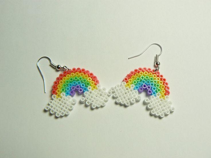 boucles d 39 oreilles pendantes arc en ciel perle hama perler beads boucles d 39 oreille par miss