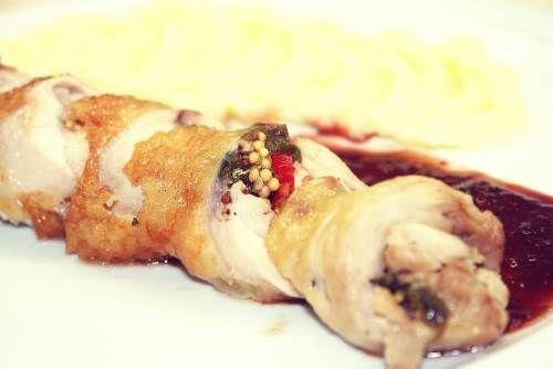 Курица пикантная Пао-Тао | Островок ГурманияЧто взять для блюда Курица пикантная Пао-Тао — состав:      ☀ Окорочка средние куриные – два шт;     ☀ Помидорка – 1 шт.;     ☀ Вино «Мерло» сухое красное – 100 мл;     ☀ Имбирь – 4 г;     ☀ Перец острый Чили – 4 г;     ☀ Лук зелёный – 20 г;     ☀ Соус «Sen Soy» соевый – 50 мл;     ☀ Горчица дижонская – 12 г;     ☀ Масло растительное – 10 мл;     ☀ Перец болгарский – 10 г;     ☀ Мёд – 1 ст.л.;     ☀ Чеснок сушёный, соль, острый перец – по вкусу.