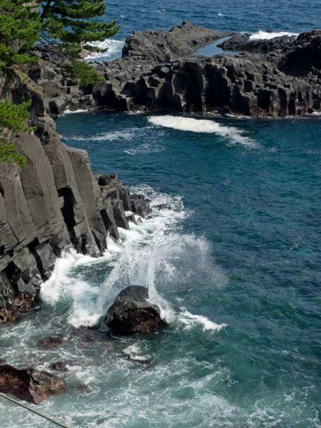 The Izu Geo Trail, a 6-day, 7-night tour, explores the beautiful Izu Peninsula, one of the most unique geological regions on Earth.